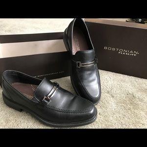Black leather Mens size 8 Bostonian Flexlite shoes